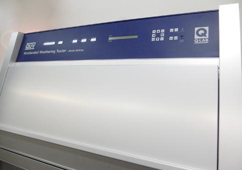 QUV紫外線蛍光ランプ式促進耐候性試験機