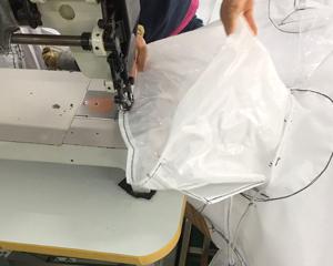フレコンバッグ投入口縫製の様子