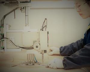 自動ミシンでのフレコンバッグ縫製の様子