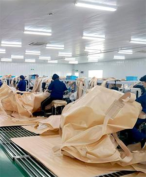 フレコンバッグ縫製作業の様子